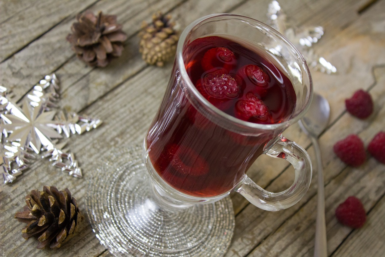8 Traditional Canadian Christmas Foods and Drinks