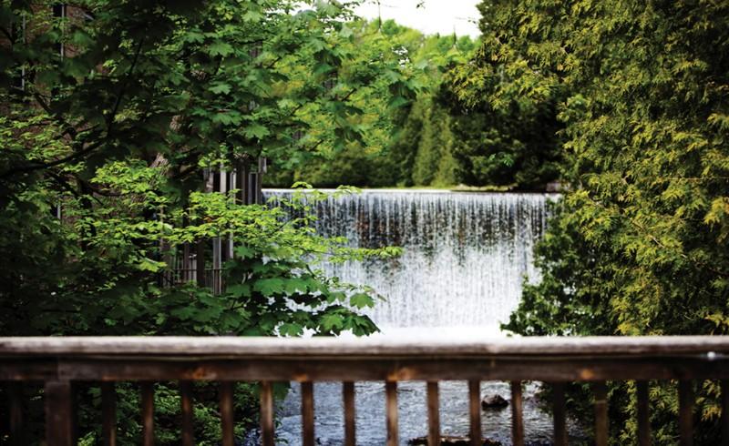 Millcrof_-Inn_and_spa_waterfall