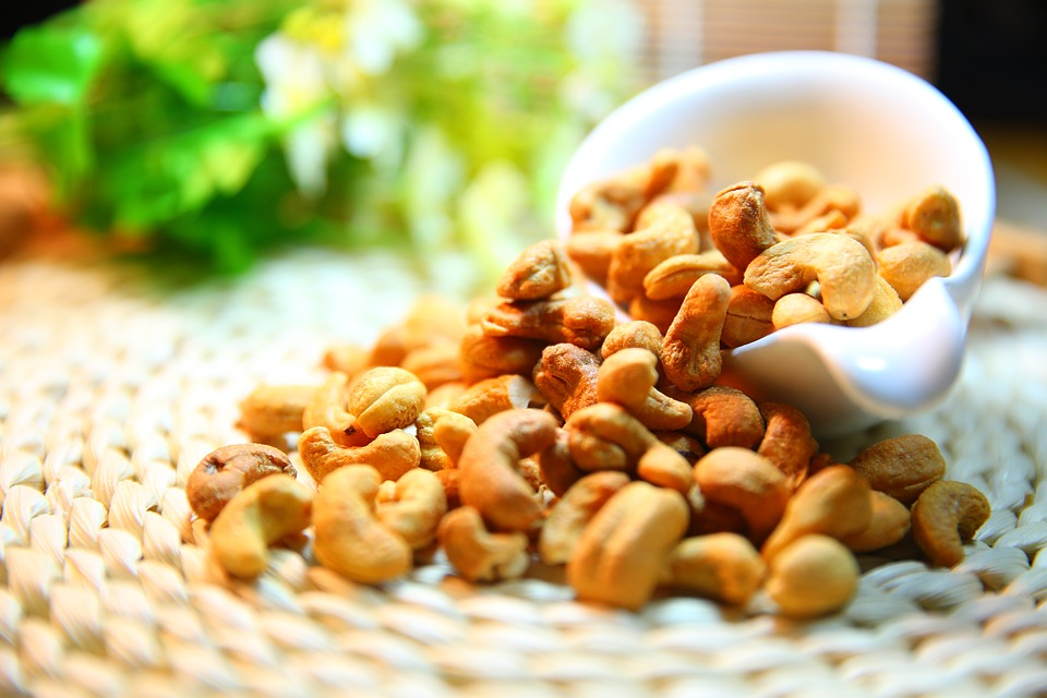 The Magic Dozen - Healing Power of 12 Nuts and Seeds