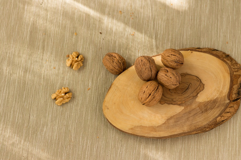 7 Nuts and Seeds Every Vegan Must Eat